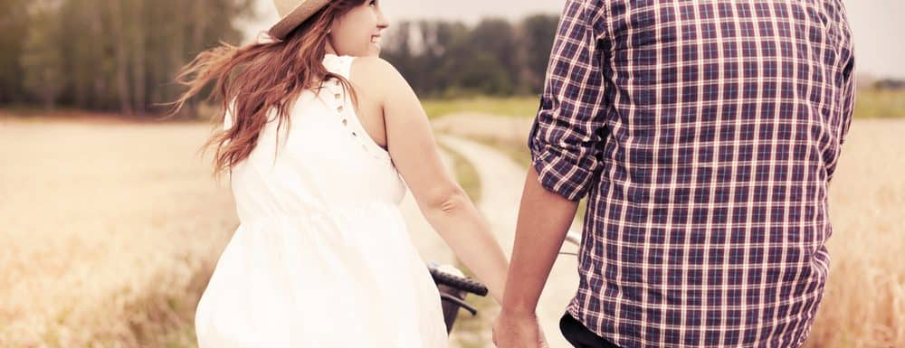 Top 5 First Date Ideas on a Budget | Wing Girl Approved